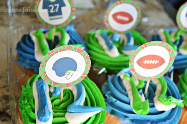 Seahawks Cupcakes + Free Printable