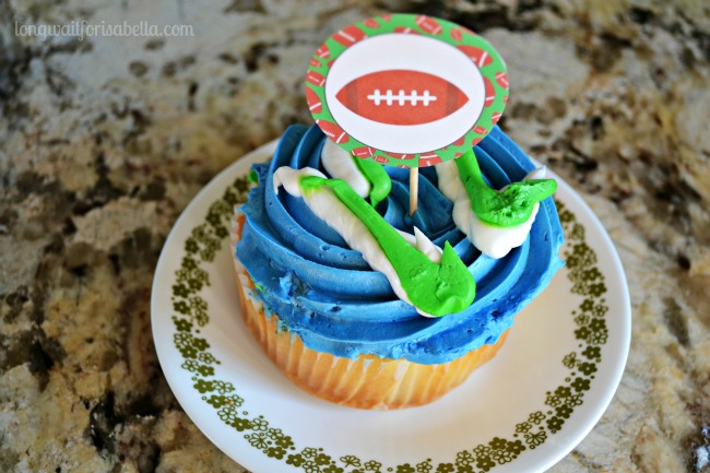Seahawks Cupcakes with Printable Topper