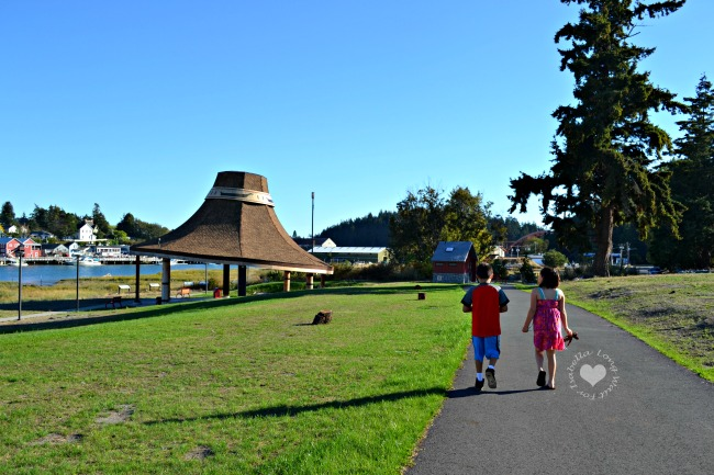 walking-the-loop-at-cedar-hats-park
