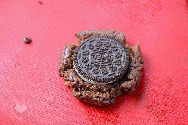 oreo-stuffed-cookie