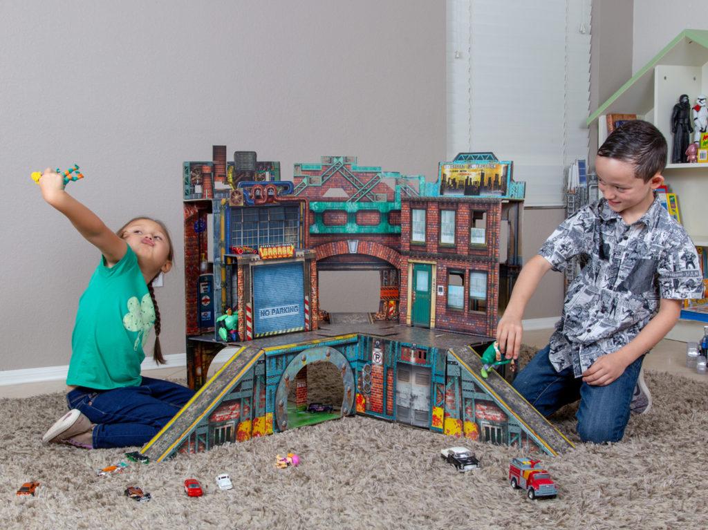 ReadySetz: A Foldable Kids Playset